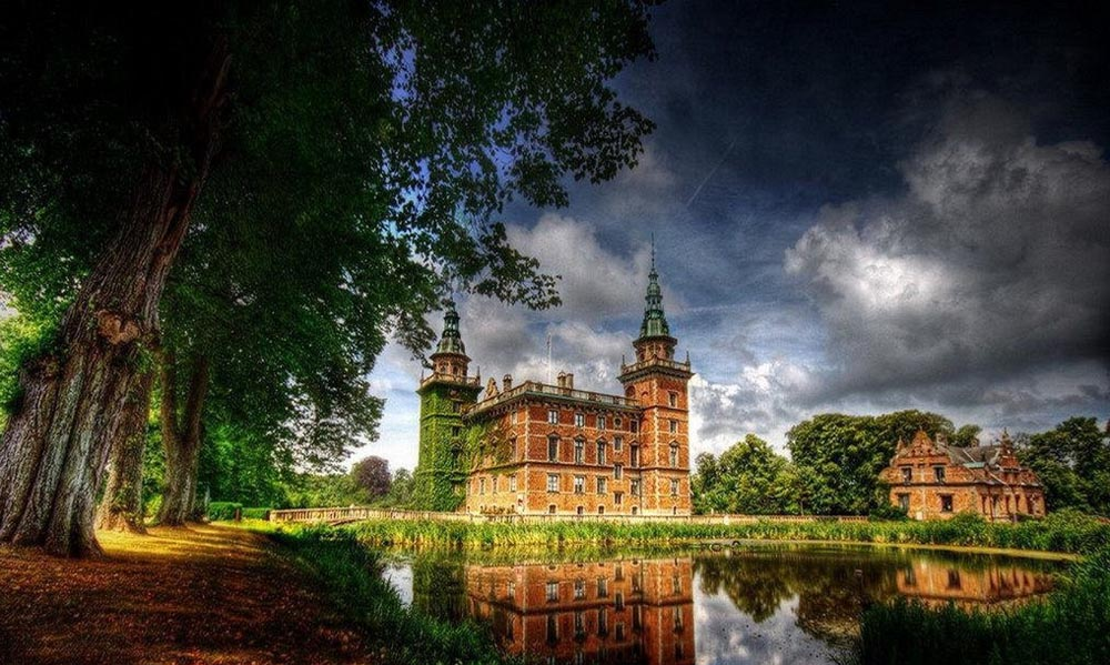 Most Beautiful Castles (14 Photos)