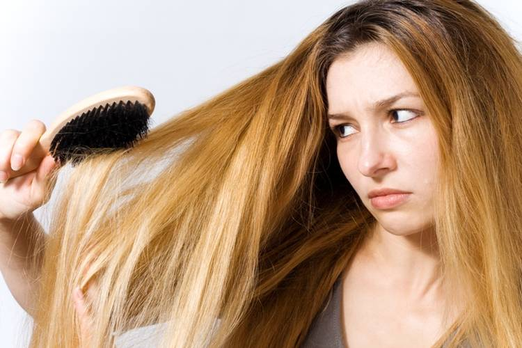 Hair Baldness Reasons and Treatment (with Urdu)