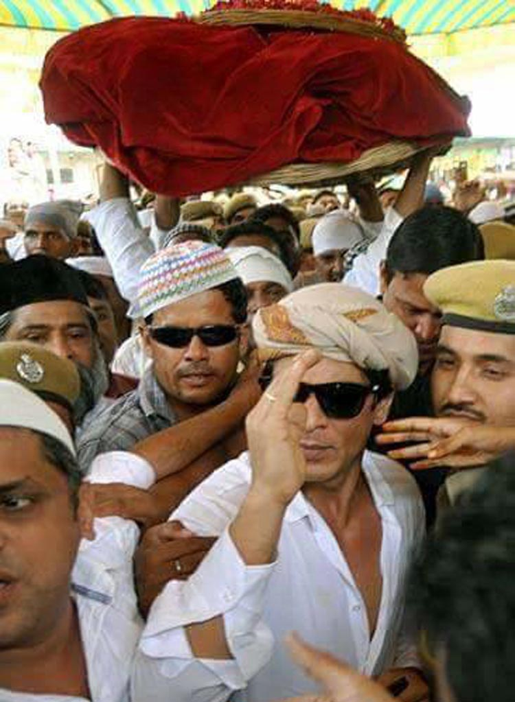 Shahrukh Khan on Mazar Shareef of Hazrat Khuwaja Ghareeb Nawaz