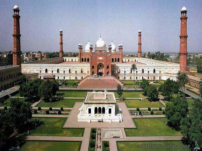 2.Badshahi Mosque