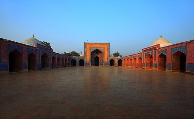 3.Shah Jahan Mosque