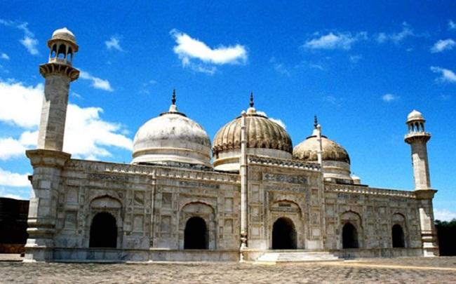 9.Moti Masjid