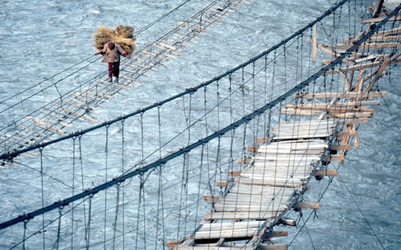 Top 15 Most Dangerous Hanging Suspension Bridge of Pakistan (with Photos)