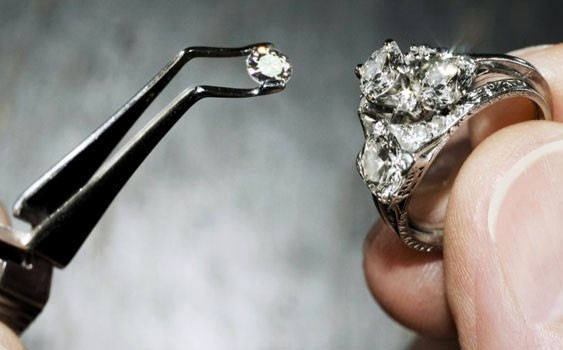 Top 16 Rarest, Most Expensive Materials in the World (with Photos)