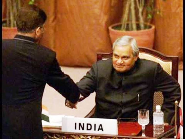 026Gen Pervez Musharraf shakes hands with Indian PM Vajpayee at Saarc Summit_InfoMazza