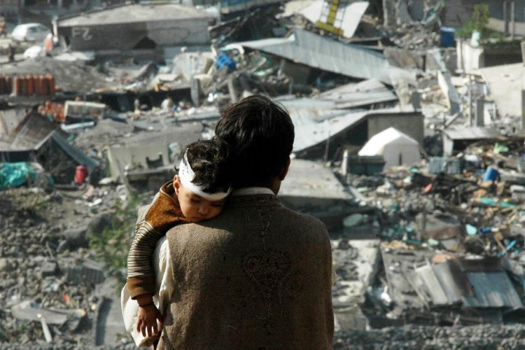 028Earthquake kills over 80,000 people in Pakistan_InfoMazza
