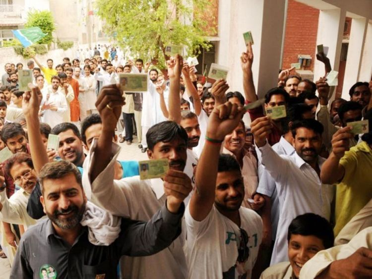 048Pakistanis come out to vote_InfoMazza