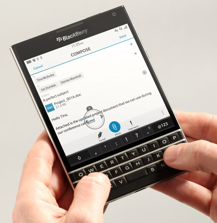 20-blackberry-passport-InfoMazzaDotCom