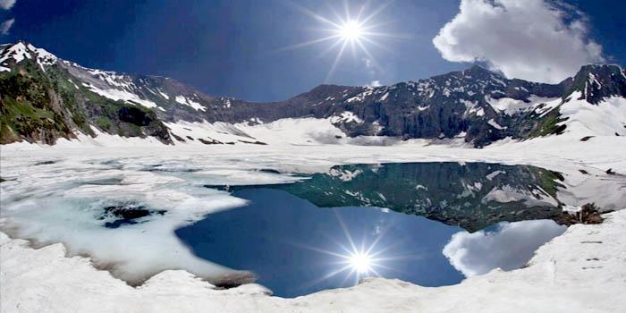 04-Ratti Gali Lake
