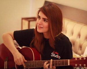 Momina secretly has a crush on Justin Bieber